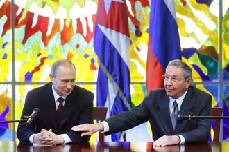 Владимир Путин и председатель Государственного совета и совета министров Республики Куба Рауль Кастро Рус, 12 июля 2014 года