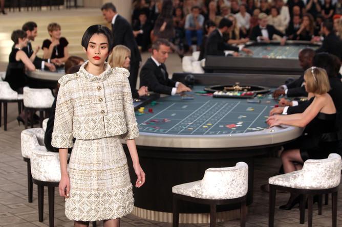 Показ новой коллекции Chanel на Неделе высокой моды в Париже