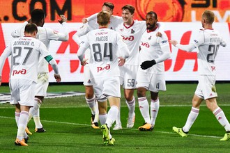 Футболисты «Локомотива» празднуют гол в матче РФПЛ