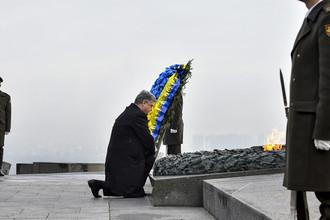 Петр Порошенко участвует в памятных мероприятиях в честь 73-й годовщины изгнания нацистов из Украины