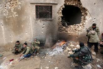 Боевики сирийской оппозиции на окраине города Эль-Баб, Сирия