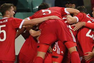 Игроки сборной России радуются забитому голу в товарищеском матче между сборными России и Бельгии.