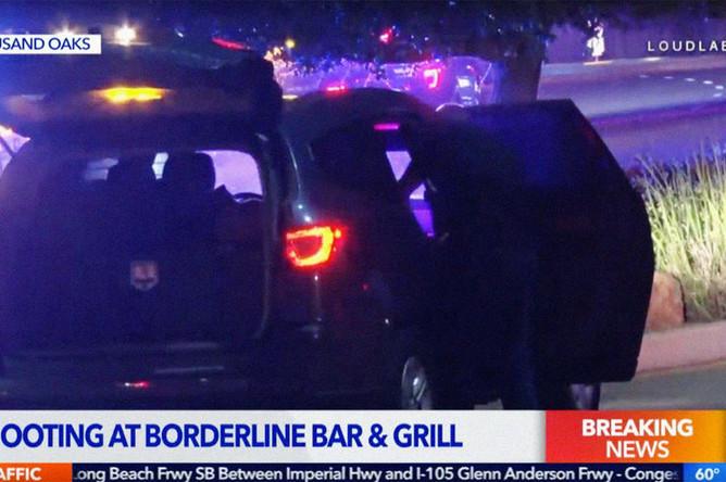 Кадр из прямого эфира о стрельбе в ночном клубе в Таузанд-Окс, штат Калифорния, 8 ноября 2018 года
