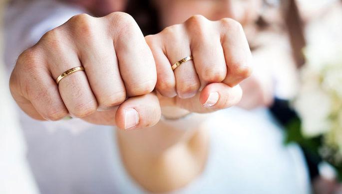 Потерпеть до лета: в России запретят жениться и разводиться