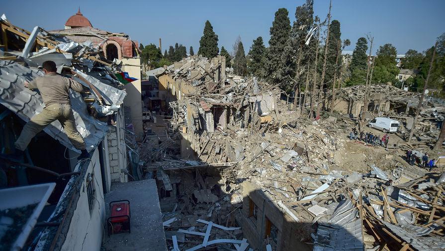 Разрушенные дома в азербайджанском городе Гянджа, 12 октября 2020 года