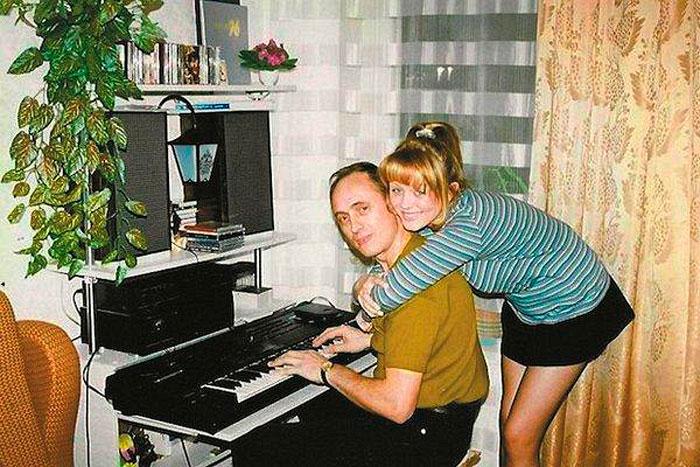 Юлия Началова в детстве с отцом и будущим продюсером Виктором Началовым