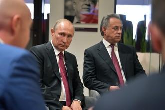 Владимир Путин (слева) и Виталий Мутко