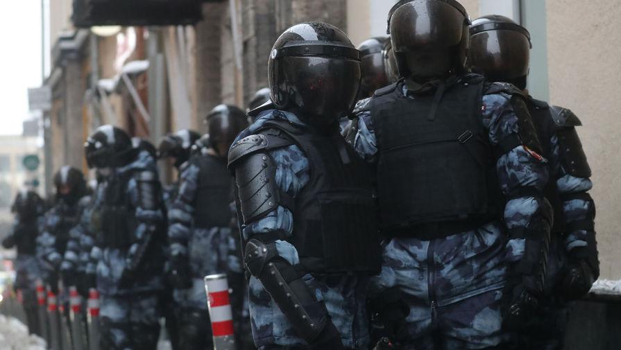 Участники незаконной акции устроили драки с полицейскими в Москве
