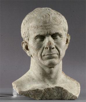 Мраморный бюст Юлия Цезаря, найденный на дне реки Рона // ancientrome.ru