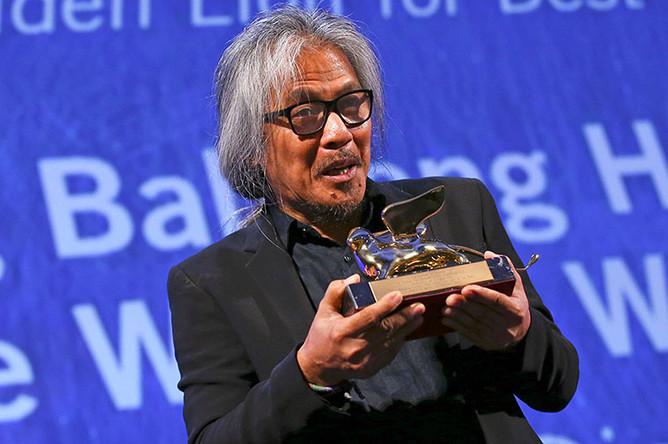 Филиппинский режиссер Лав Диас с наградой Венецианского кинофестиваля за лучший фильм («Женщина, которая ушла»)