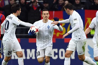 «Анжи» и «Крылья Советов» играют в матче 23-го тура РФПЛ