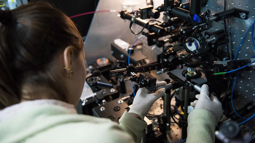 Нанофотоника в МГУ: плащ-невидимка и оптический пинцет