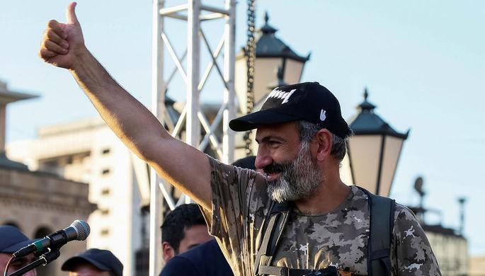 Лидер оппозиции в Армении Никола Пашиняна на одной из улиц Еревана, 2 мая 2018 года