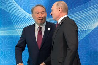 Президент России Владимир Путин и президент Казахстана Нурсултан Назарбаев на церемонии встречи глав государств-участников V Каспийского саммита в Актау, 12 августа 2018 года