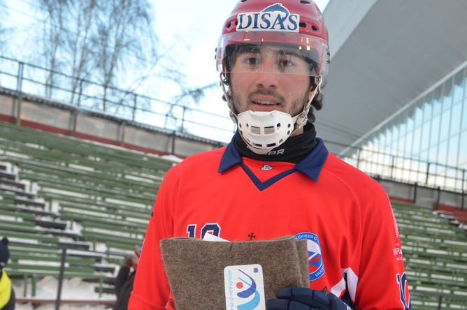 Алан Джусоев с призом лучшему игроку матча
