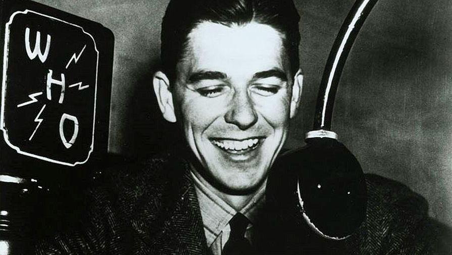 Рейган во времена работы спортивным комментатором на радио, 1933–1937 годы