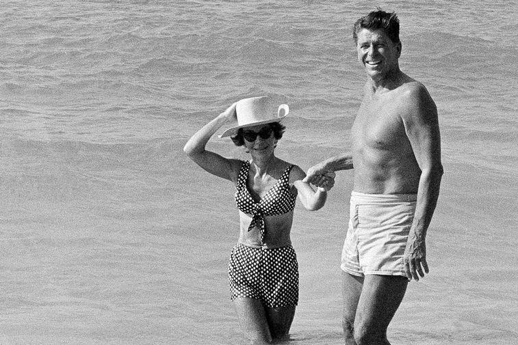 Нэнси и Рональд Рейган на отдыхе, 1971 год