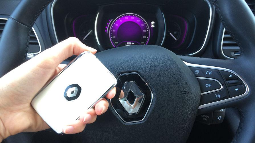 У Renault Koleos– очень красивый ключ, который можно просто хранить в сумке – двери...