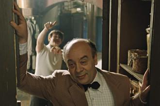 Кадр из фильма «Покровские ворота» (1983)