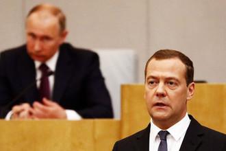 Президент России Владимир Путин и и.о. премьера страны Дмитрий Медведев перед утверждением в должности на заседании Госдумы, 8 мая 2018 года
