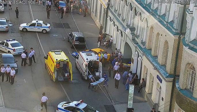 Опубликованы кадры наезда автомобиля на иностранных болельщиков в Москве (ВИДЕО)