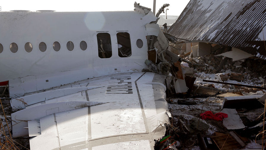 Место крушения самолета Fokker 100 казахстанской авиакомпании Bek Air, следовавшего рейсом Алма-Ата Нур-Султан