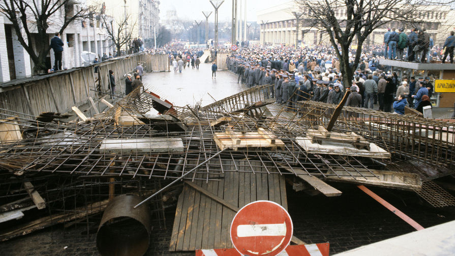 Баррикады на улицах города, 13 января 1991 года