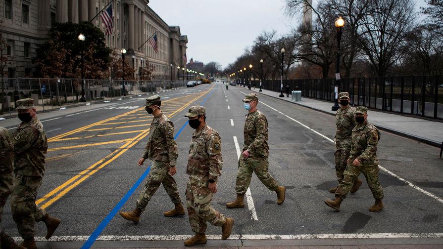 Члены Национальной гвардии на улице Вашингтона