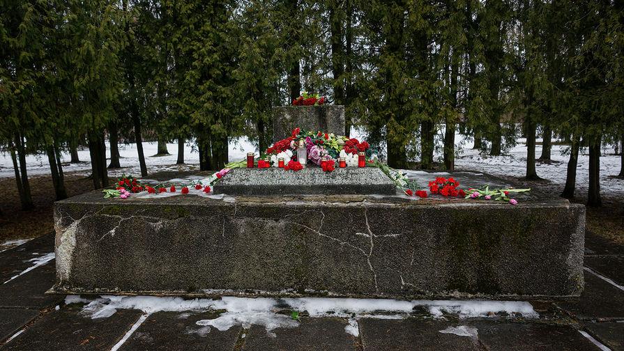 Мемориал освободителям и Героям Советского Союза в Крустпилсском парке в Екабпилсе, 24 февраля 2021 года