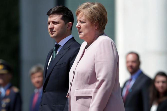 Президент Украины Владимир Зеленский и канцлер ФРГ Ангела Меркель во время встречи в Берлине, 18 июня 2019 года