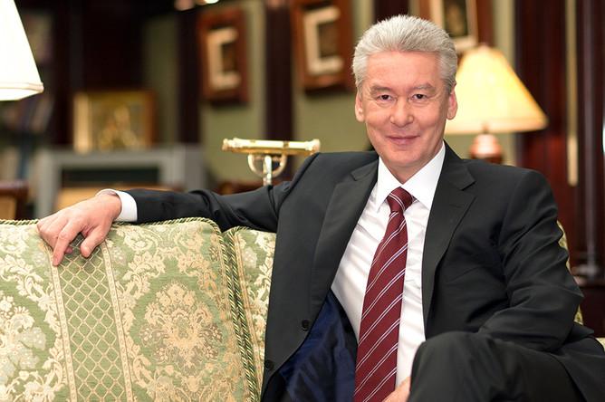 Сергей Собянин в своем рабочем кабинете, октябрь 2014 года