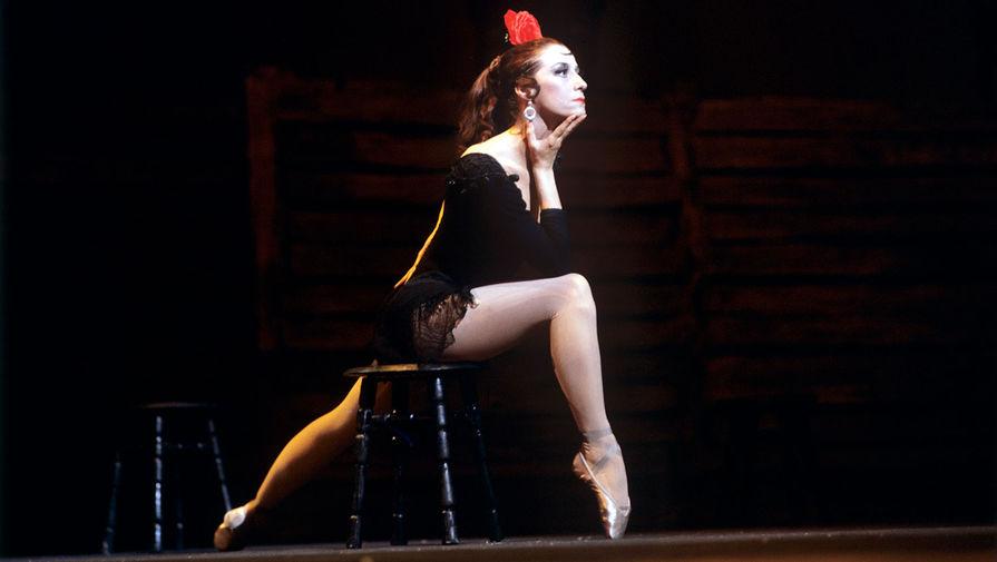 Майя Плисецкая в роли Кармен в сцене из балета Родиона Щедрина «Кармен-сюита» в Большом театре, 1971 год