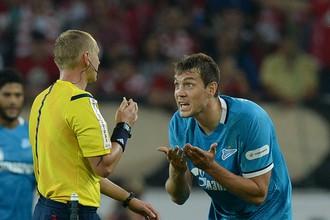 Артем Дзюба не согласен с одним из решений арбитра во время матча «Спартак» — «Зенит»