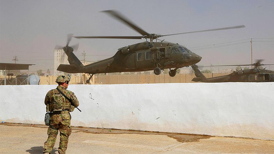 Вертолет международной антитеррористической коалиции на базе под Мосулом в Ираке, октябрь 2016 года