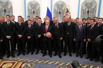 Сборную России по футболу наградили званиями Заслуженных мастеров спорта после ЧМ-2018