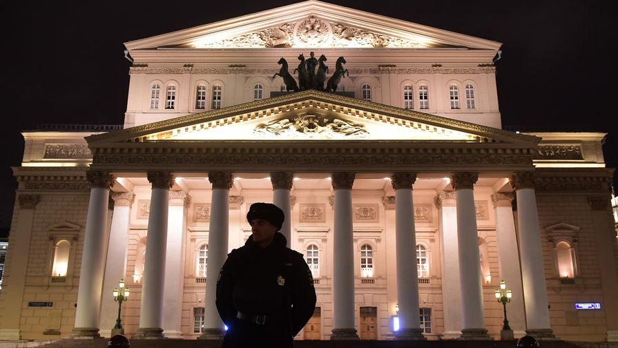 Пожарные получили сообщение о задымлении в Большом театре в Москве