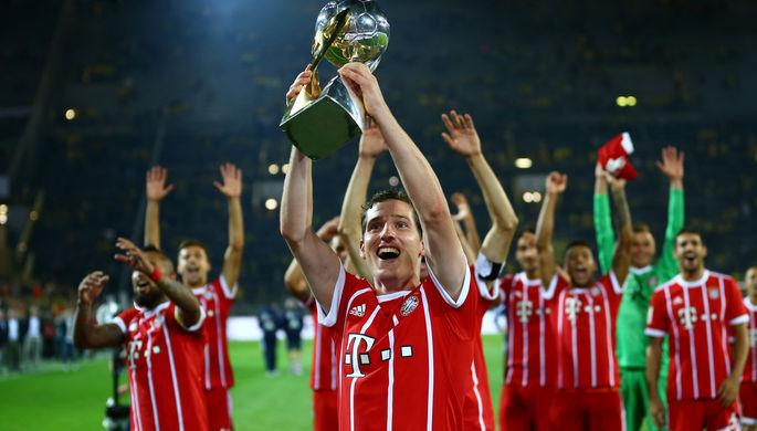Футболисты «Баварии» празднуют очередной трофей
