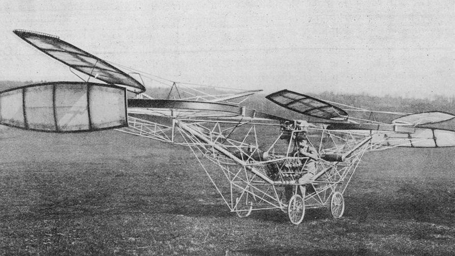 Поль Корню за штурвалом своего вертолета, 1908 год
