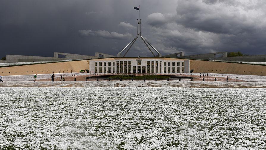 После пожаров и ливней на Австралию обрушился град
