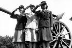 Историк моды об элементах гардероба, оставшихся нам с войны