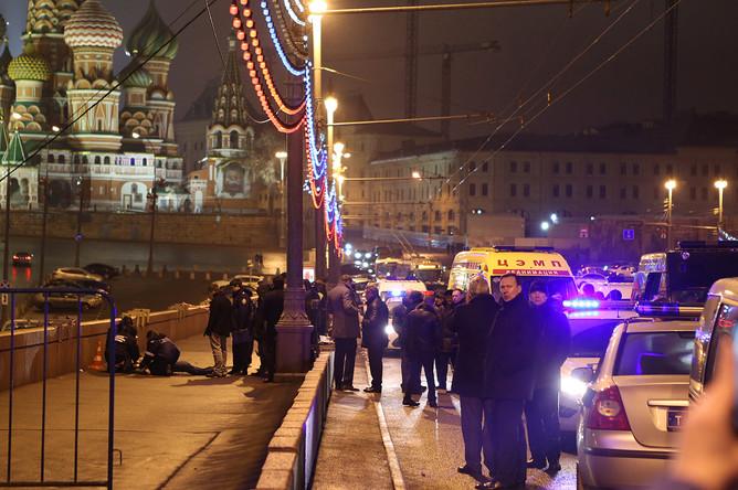 Место убийства Бориса Немцова на Большом Москворецком мосту в центре Москвы, 28 февраля 2015 года