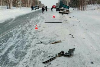 Последствия аварии с участием грузового автомобиля и минивена в Красноярском крае, 10 февраля 2018 года