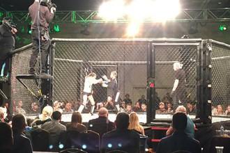 В США прошел бойцовский турнир с участием 12-летних девочек