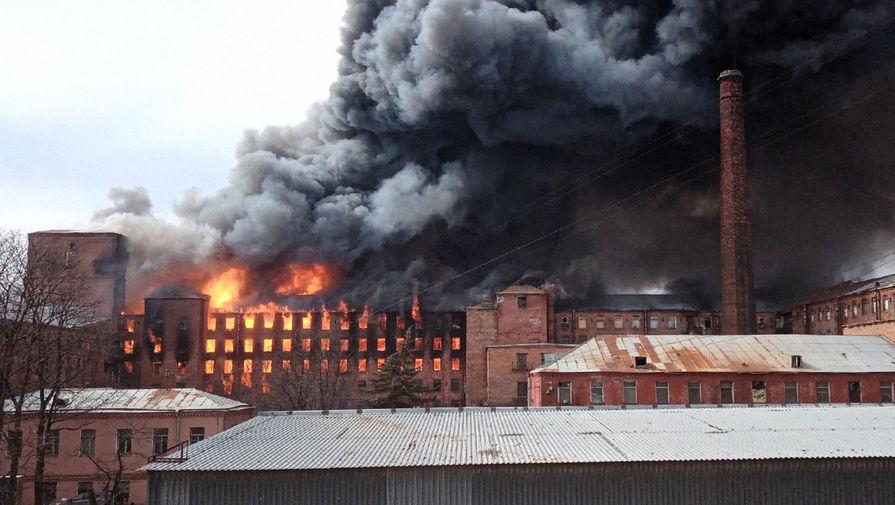 Два человека пострадали в результате пожара на Невской мануфактуре в Петербурге