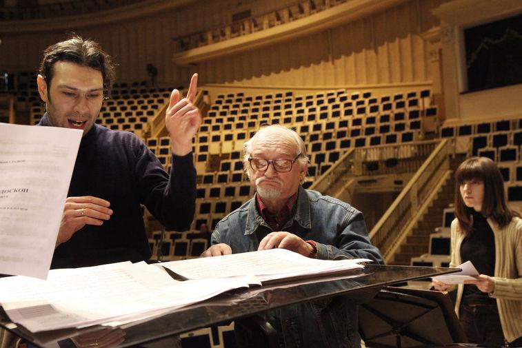 Дирижер Владимир Юровский и композитор Геннадий Гладков на репетиции концерта в честь своего юбилея, февраль 2010 года