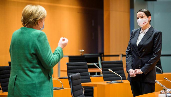Канцлер ФРГ Ангела Меркель и лидер белорусской оппозиции Светлана Тихановская во время встречи в Берлине, 6 октября 2020 года