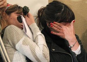 Дочери Марадоны Далма и Джанина не смогли скрыть слез во время пресс-конференции