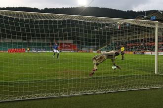 Голкипер юношеской сборной России Антон Митрюшкин стал героем послематчевой серии пенальти в финальном матче чемпионата Европы против итальянцев