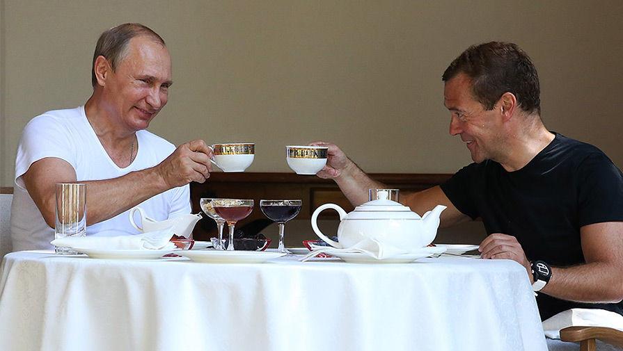 Картинки по запросу путин и Медведев пьют чай фото