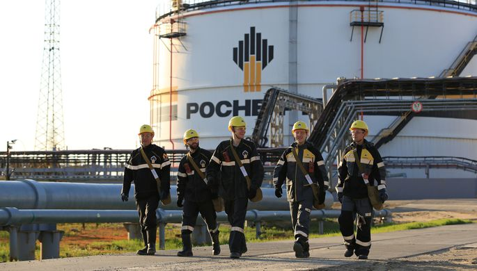 Сечин поздравил работников отрасли с Днем нефтяника